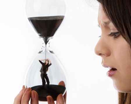 Woman-with-hourglass-sm