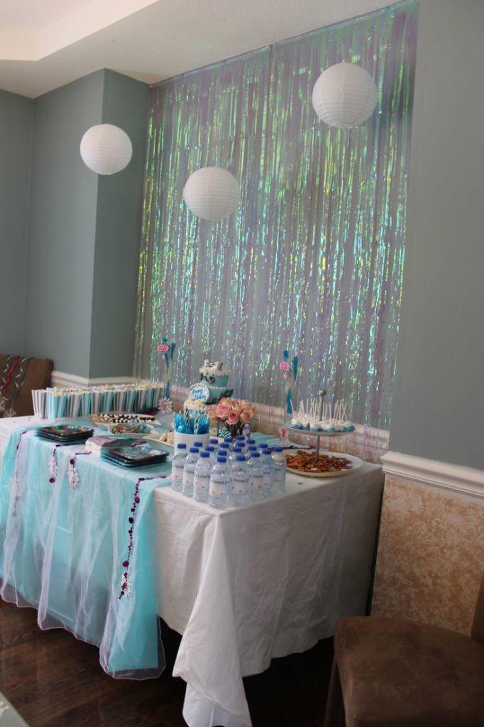 Ideias para a decoração da festa da Frozen Mesa do Bolo