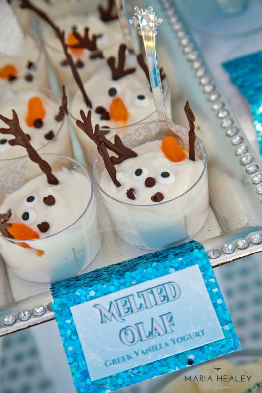 Decoração da Frozen: mesa do bolo