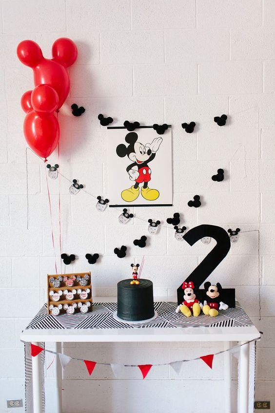 Decoração da festa do Mickey: a mesa do bolo