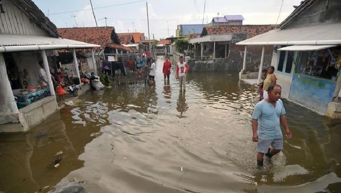 MINI TSUNAMI ATINGE A COSTA DE JAVA, NA INDONÉSIA.