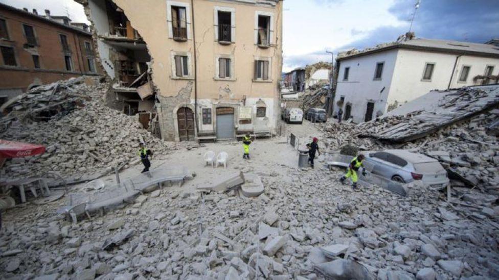 TERREMOTO ATINGE CENTRO DA ITÁLIA E CAUSA DANOS E MORTOS