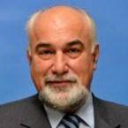 Varujan Vosganian demisionează,   dar rămâne cu imunitate