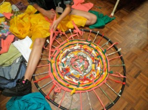Making a woven rug from fabric scraps - Wow!