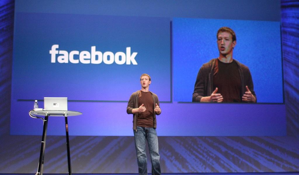 Mark Zuckerberg snakker.