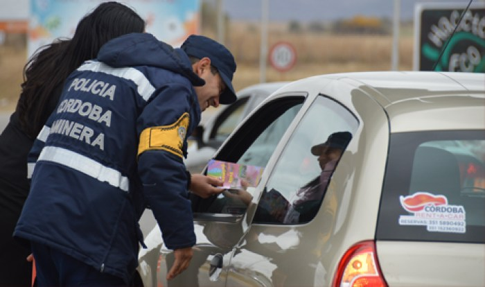Control de Caminera a vehículo - Foto Prensa Policía de Córdoba