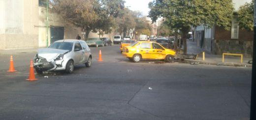 Choque frotal en barrio General Paz