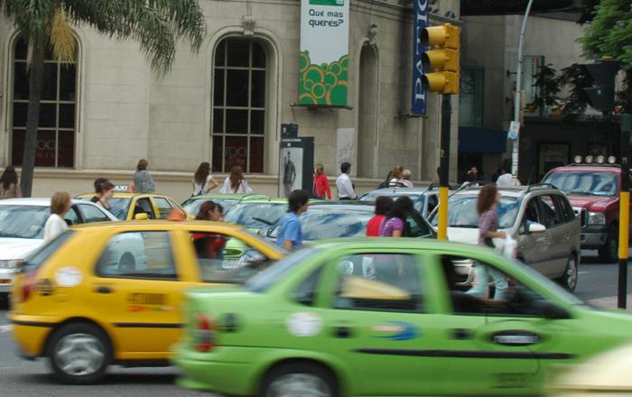 Transporte Público de Córdoba, Taxis y Remises, automóviles con chofer.