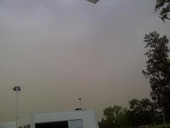 Tormenta de tierra. El cielo visto desde Pilar (Foto: @tomimooney)