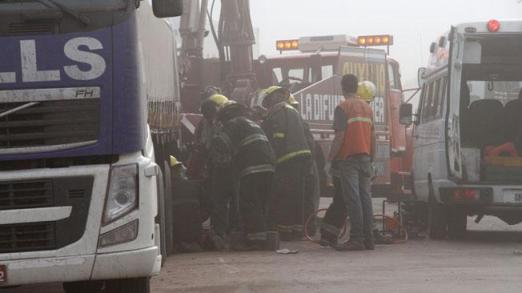 Bomberos trabajan en choque en Ruta 158 (Foto: LaVoz)