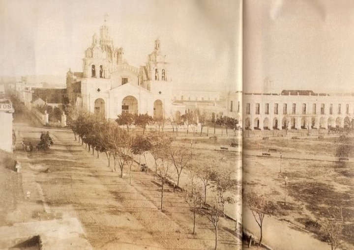 Plaza San Martín: la catedral y el cabildo histórico. Foto: twitter @municba