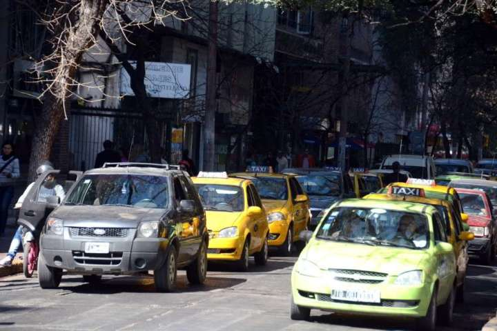 Taxis Remises Cordoba Transito Calle Ciudad