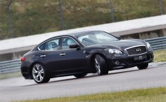 Mark Webber gives his thoughts ahead of the British GP at 100 mph in an Infiniti M37S (w/VIDEO)