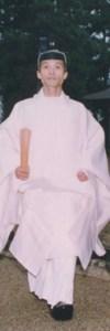 衣冠束帯の昌原容成・人間理性成人祭(日本神道の新生)