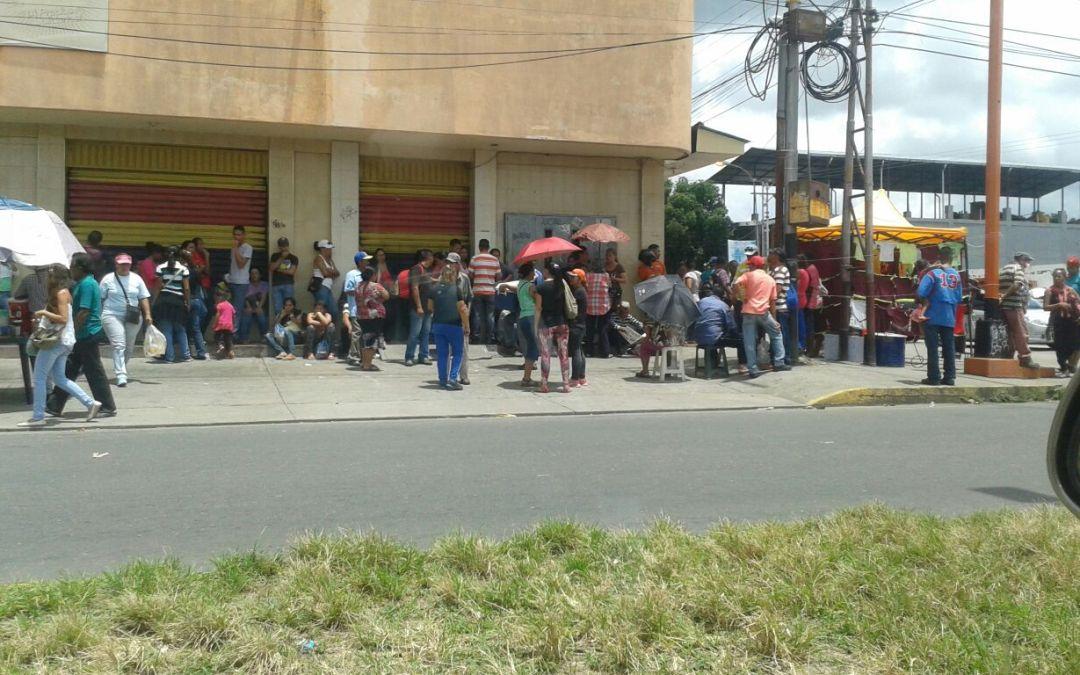 Mercados Municipales de Barinas continúan con fuerte presencia militar