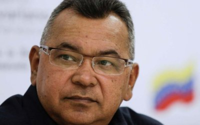 Néstor Reverol es el tercer ministro en recibir un voto de censura