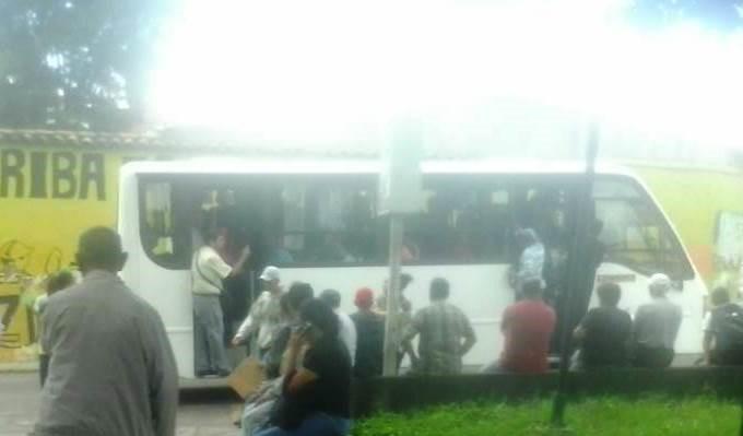 Déficit de unidades y escasez de gasolina generan caos de transporte en Táchira
