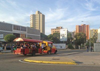 En Maracaibo los zulianos se transportan en vagones, pero no del Metro