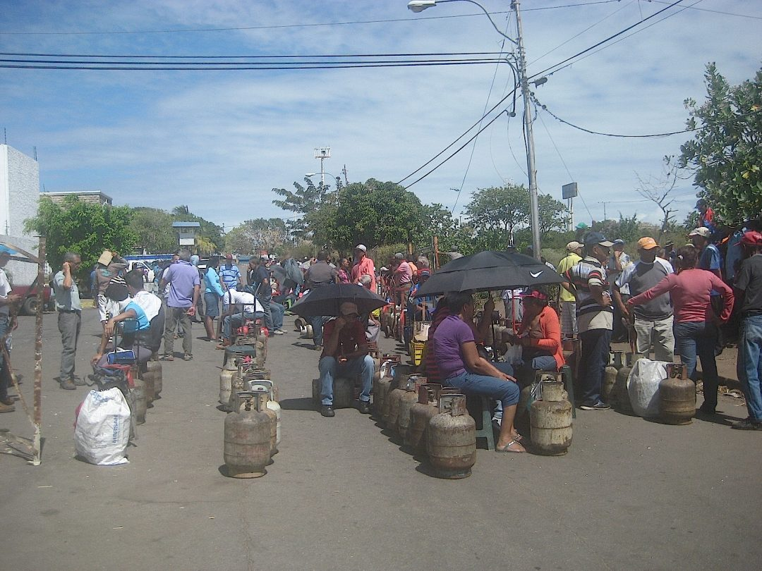 FOTO. GAS Cola en Pdvsa Gas Unare