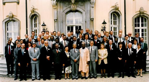 Stiftende møde i Transparency International, 1993