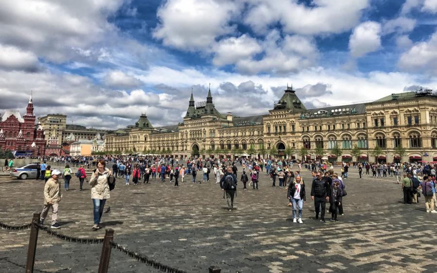 Der Rote Platz mit dem berühmten Warenhaus GUM in Moskau