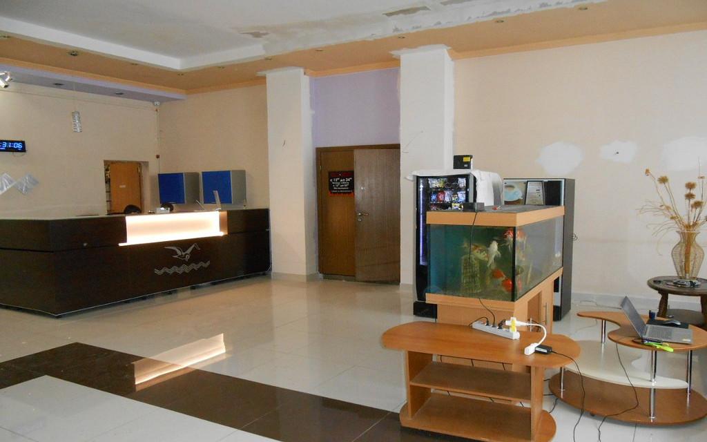 Lobby im Hotel Biryusa in Tajschet