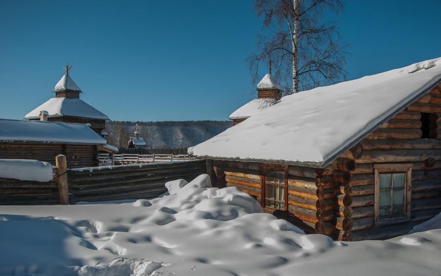 Schnee in Listwianka am Baikalsee