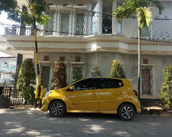 yellow car rental batam