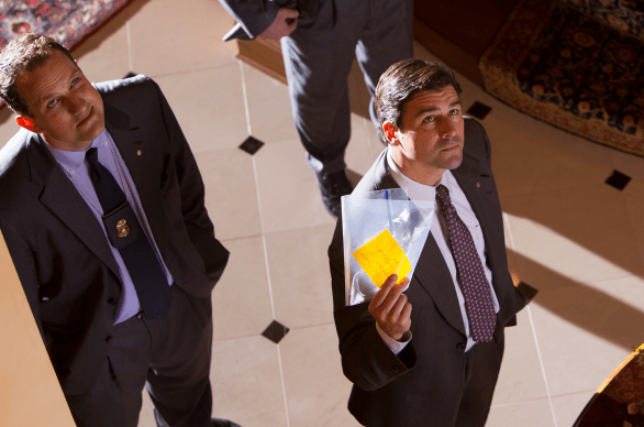 Kyle Chandler plays a federal agent in The Wolf of Wall Street