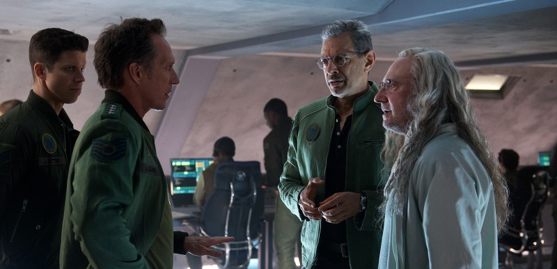 Gen. Adams (William Fichtner, left) confers with David Levinson (Jeff Goldblum) and scientist Dr. Okun (Brent Spiner).