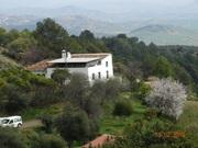 Málaga, provincia. Finca de producción ecológica, y cabañas de alojamiento rural en parque natural