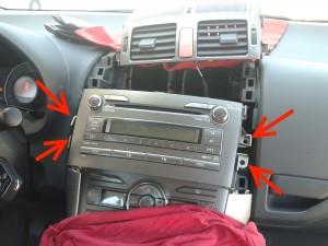 Autoradio y conductos de ventilación desmontados