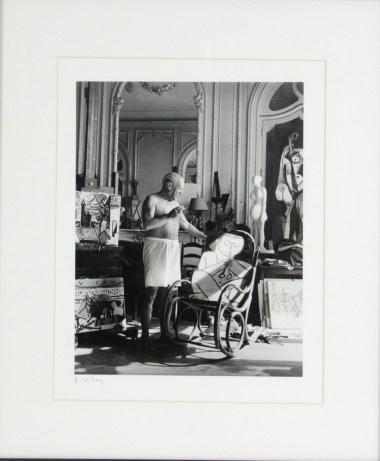 """""""Picasso dans son atelier de Mougins"""", c. 1955, André Villers - Fólio Livraria"""