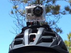 go-pro-helmkamera-mtb-mountainbike-montiert-auf-helm