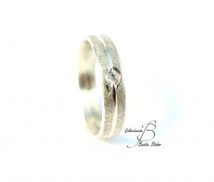 Verlobungsring mit Diamant