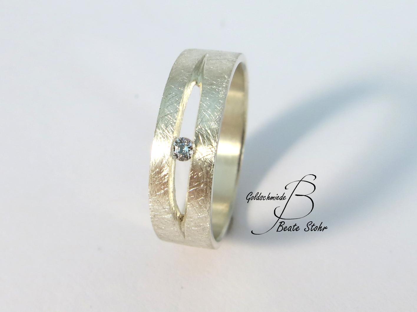 Ehering mit Diamant in Sterlingsilber
