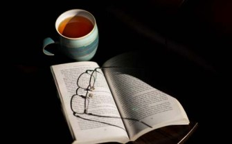 Reading-Glasses-On-Book-With-Hot-Tea-Drink1