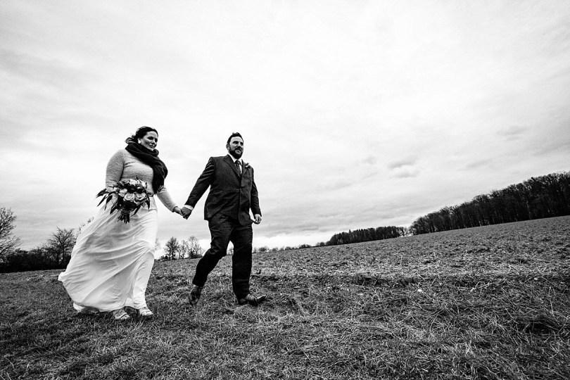 Portrait bei Bekräftigungszeremonie BEZZI mit freie Trauung bei Hochzeit mit Traurednerin Trautante Friederike Delong von Hochzeitsfotograf Steven Herrschaft