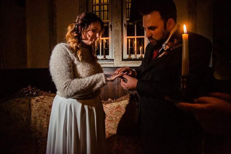 Ringtausch bei Bekräftigungszeremonie BEZZI mit freie Trauung bei Hochzeit mit Traurednerin Trautante Friederike Delong von Hochzeitsfotograf Steven Herrschaft