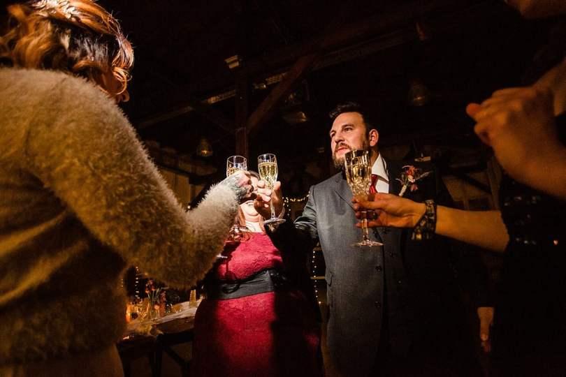 Sektempfang bei Bekräftigungszeremonie BEZZI mit freie Trauung bei Hochzeit mit Traurednerin Trautante Friederike Delong von Hochzeitsfotograf Steven Herrschaft