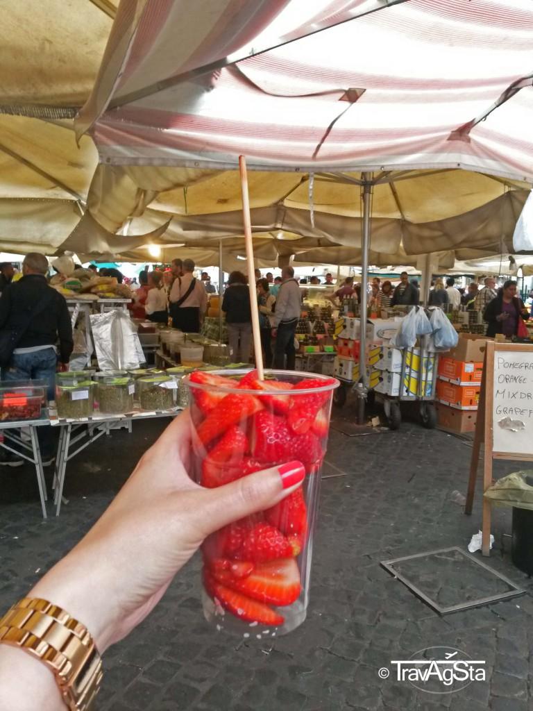 Strawberries, Campo dei Fiori, Rome, Italy