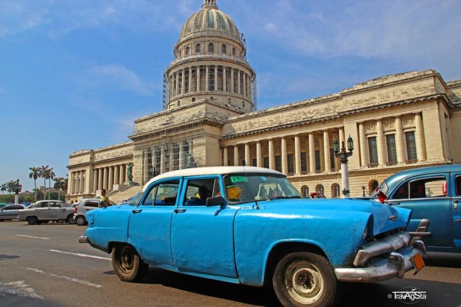 Oldtimer vor dem Kapitol in Havanna, Kuba
