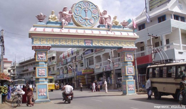 Famous Pilgrimage Places in South India : Puttaparthi Temple