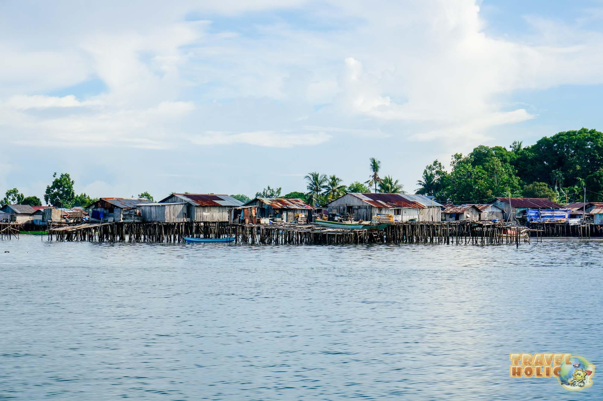 Maison de fortune sur pilotis à Sorong à Raja Ampat