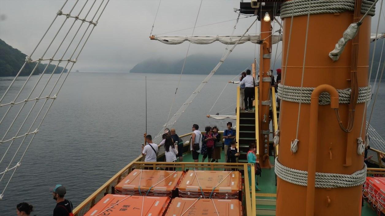 箱根海賊船の上