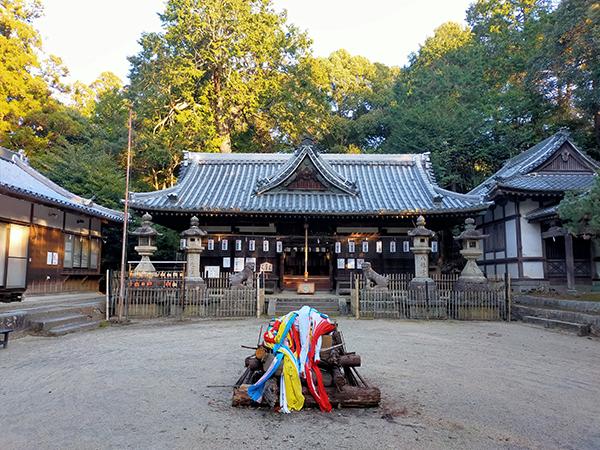 科長神社の全景