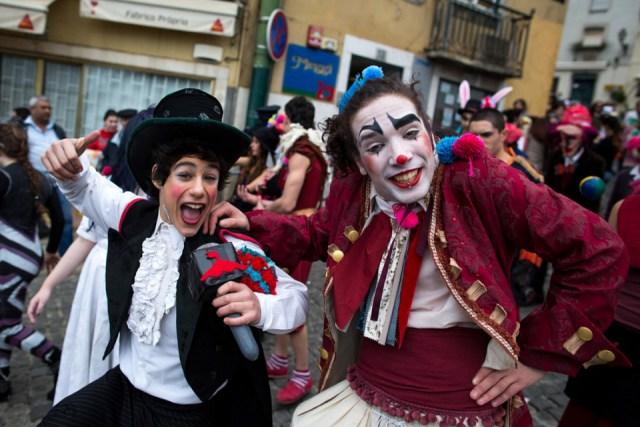 Радушные и веселые португальцы.