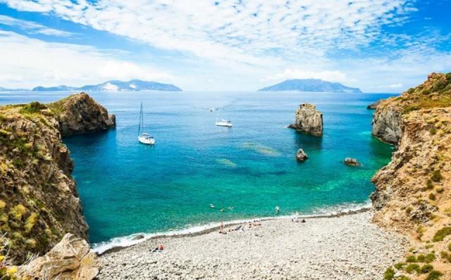 Пляжи Эолийских островов. Сицилия. Италия.