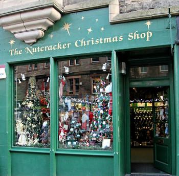 Магазин рождественнских подарков The Nutcracker Christmas Shop.