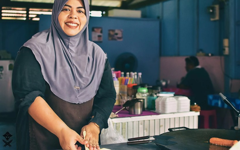 musliim woman at thailand restaurant serving roti bread and curry